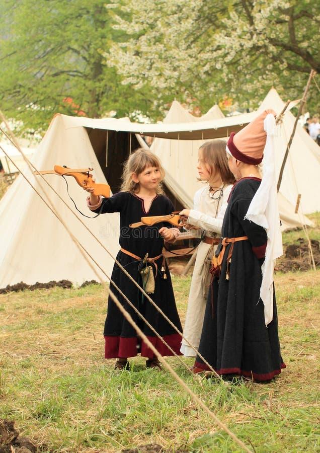 Dzieciaki w gothic sukni obrazy royalty free