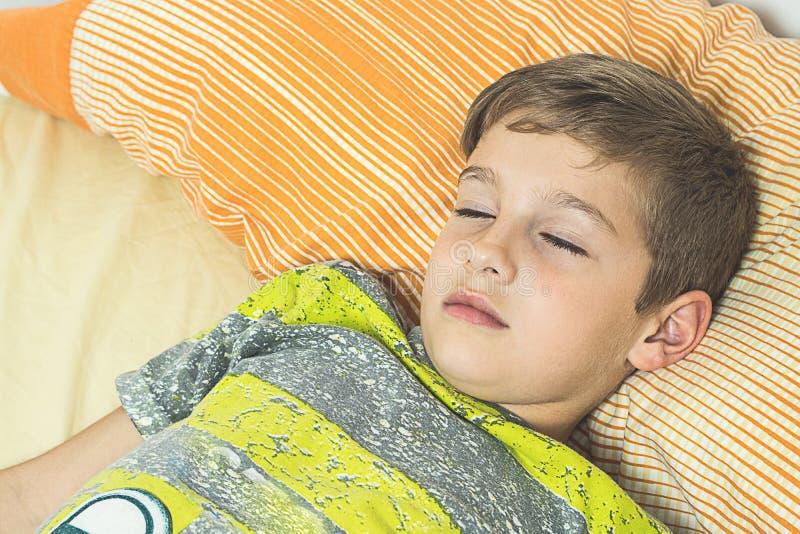 dziecka łóżkowy dosypianie obrazy royalty free