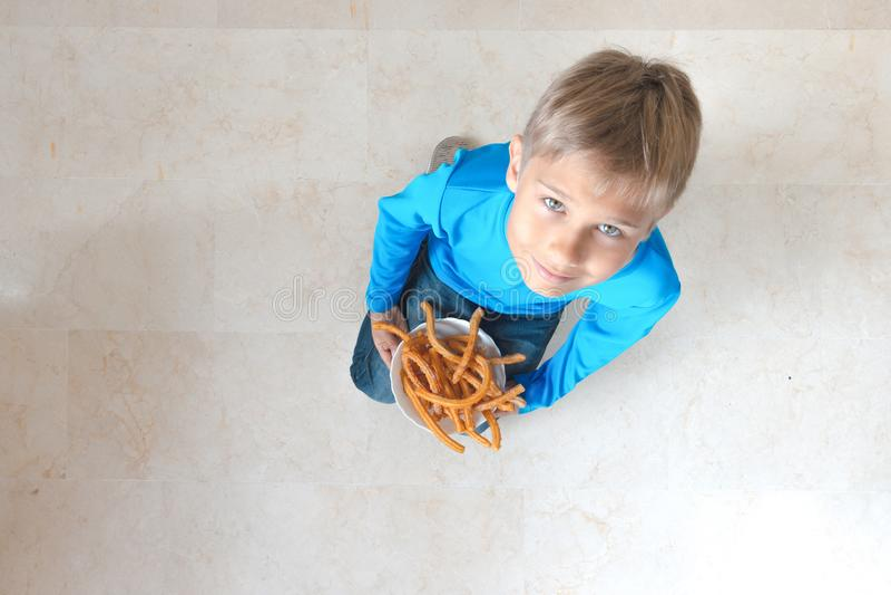 Dziecka łasowania potu Hiszpańscy deserowi churros obrazy royalty free