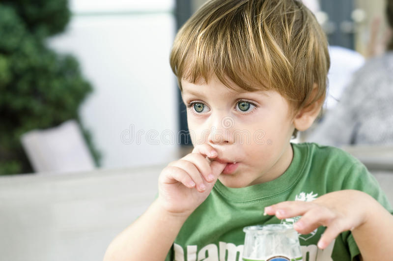 dziecka łasowanie obrazy royalty free