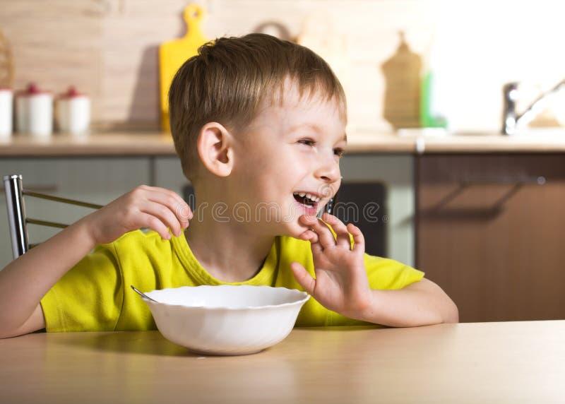 dziecka śniadaniowy łasowanie fotografia royalty free