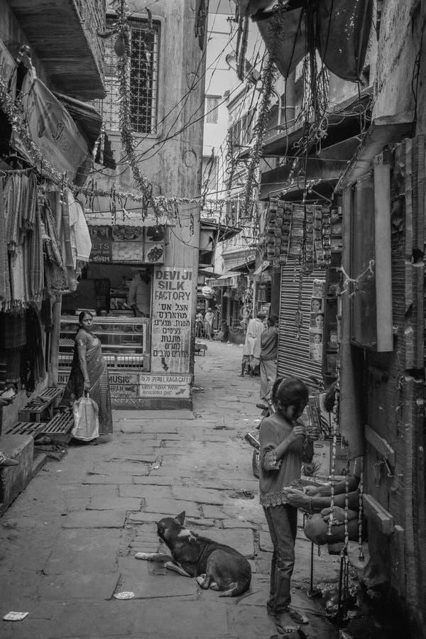 Dziecka życie w Varanasi, India zdjęcie stock
