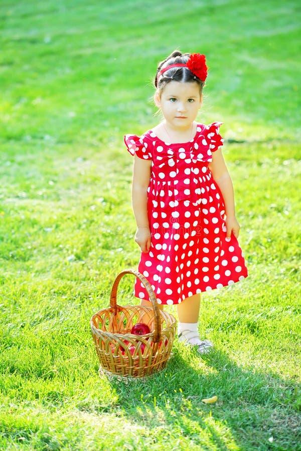 dziecka butelki dziewczyna fotografia stock