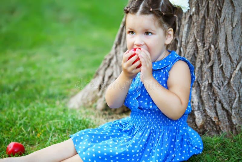dziecka butelki dziewczyna obrazy stock