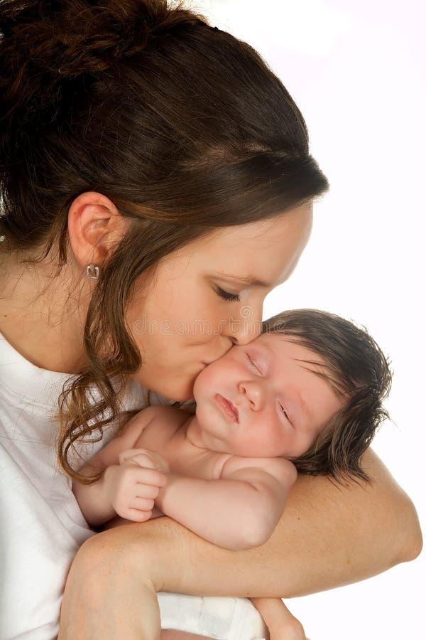 dziecka całowania matka fotografia stock