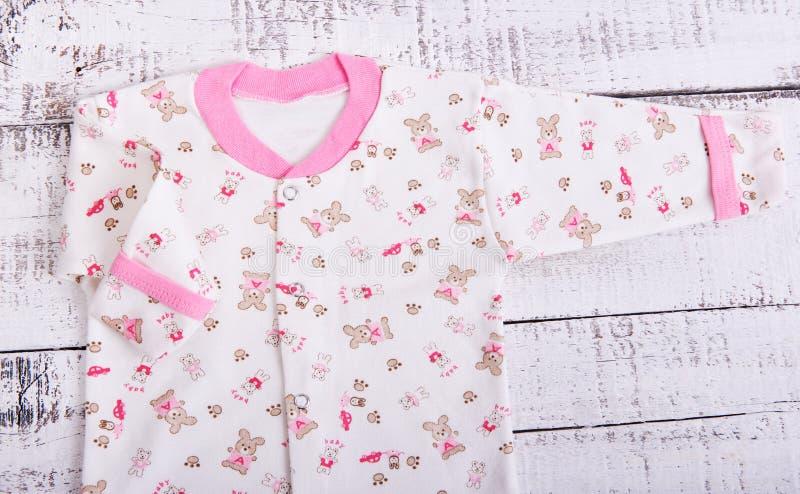 dziecka clothesline towarów target3455_1_ Dziecko bluzka i spodnie suwaków pijama obrazy royalty free