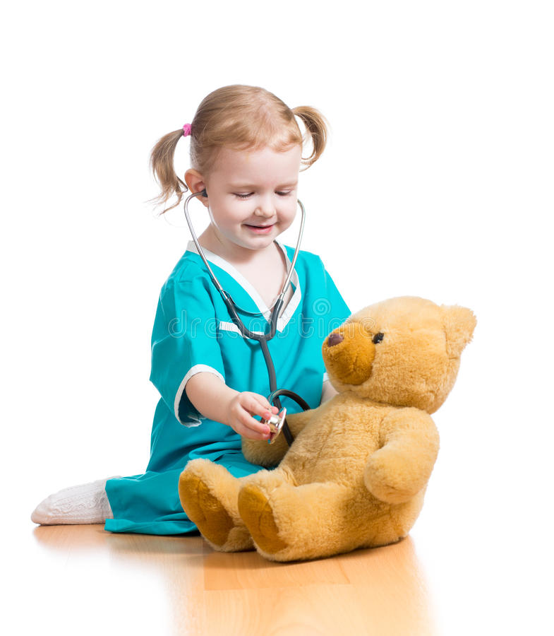 Dziecka doktorski bawić się z mokiet zabawką obrazy royalty free