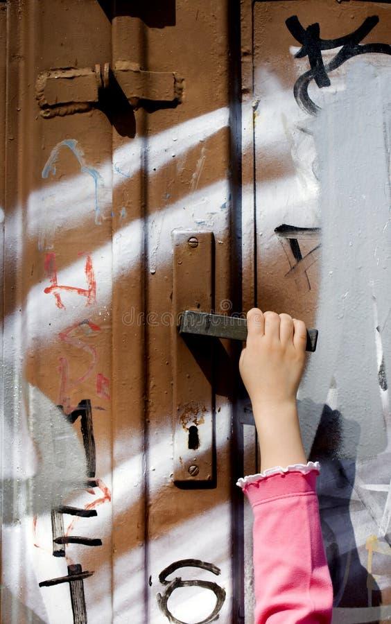 dziecka drzwiowa ręki ulica obraz stock