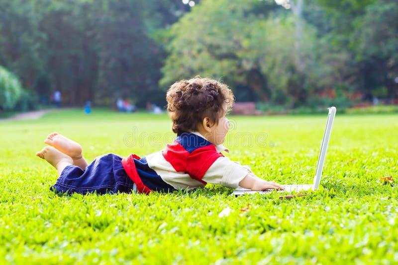 dziecka laptopu bawić się fotografia royalty free