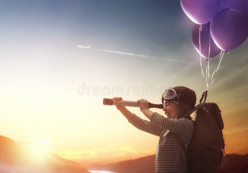 Dziecka latanie na balonach zdjęcie royalty free