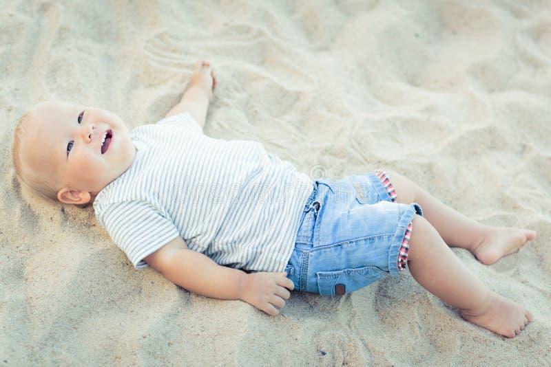 Dziecka lying on the beach fotografia royalty free
