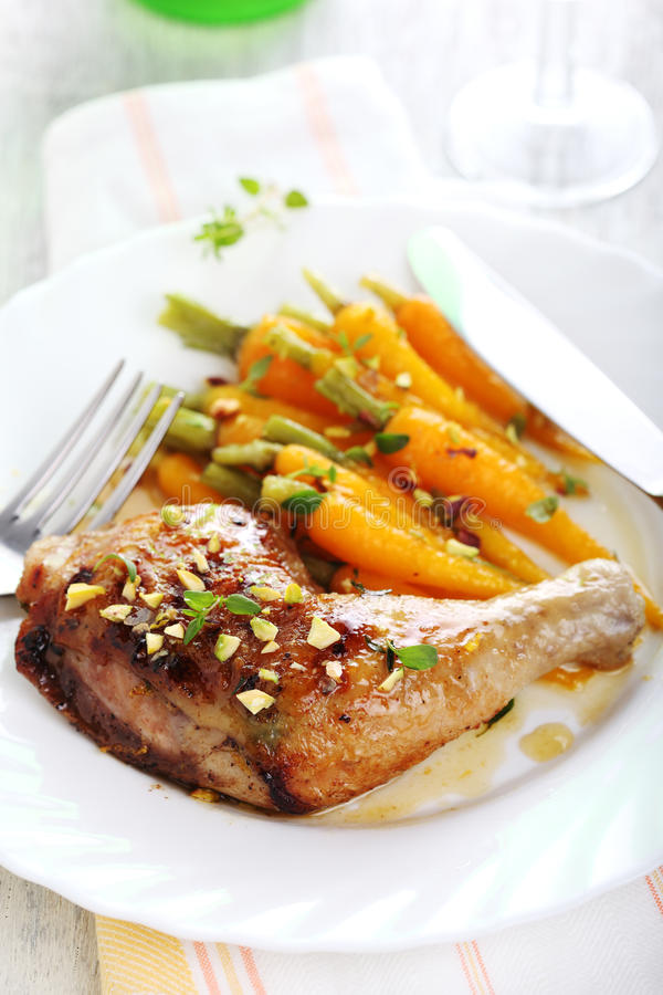 dziecka marchewek kurczak piec na grillu zdjęcia stock