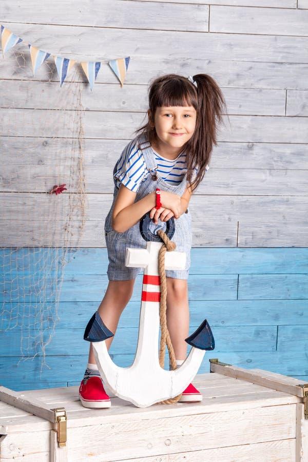 Dziecka mienia kotwica zdjęcie stock