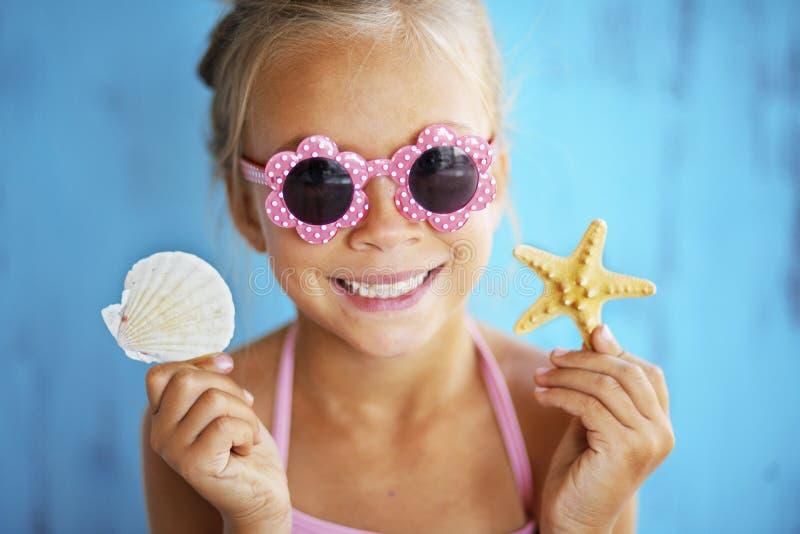 Dziecka mienia seashell fotografia stock