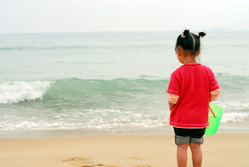 dziecka morze chiński przyglądający zdjęcia stock