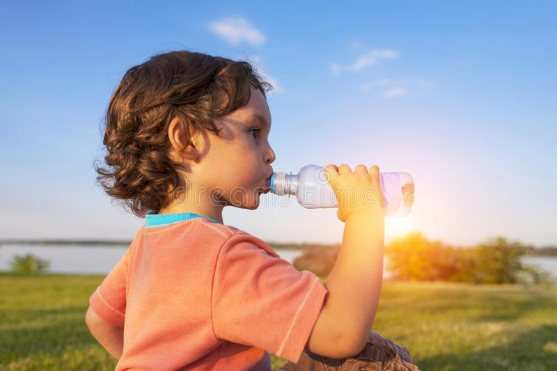 dziecka napojów woda zdjęcia royalty free