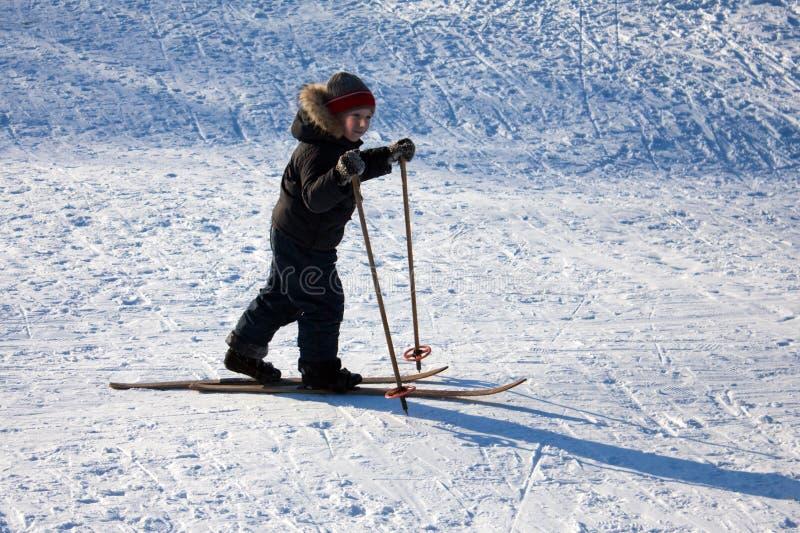 Download Dziecka narciarstwo zdjęcie stock. Obraz złożonej z physical - 13338534