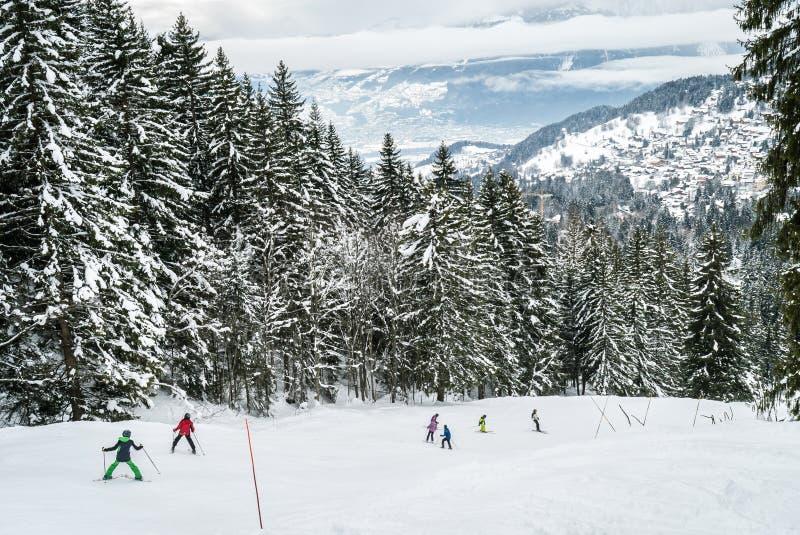 Dziecka narciarstwo w Szwajcaria obrazy stock