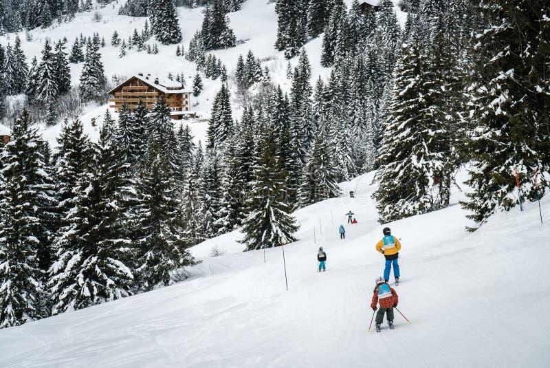 Dziecka narciarstwo w Szwajcaria obraz royalty free