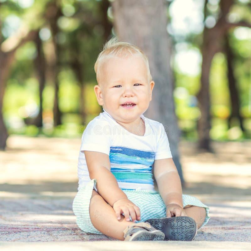 Dziecka obsiadanie zdjęcie stock