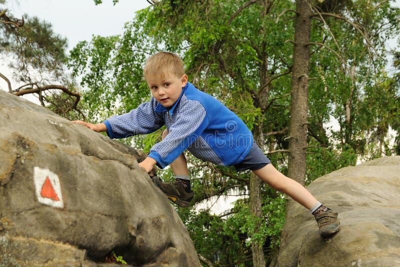 dziecka pięcia skała obrazy stock