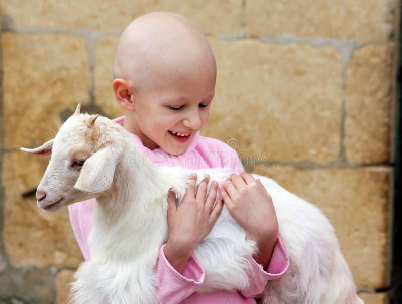 Dziecka przytulenia kózka zdjęcia stock