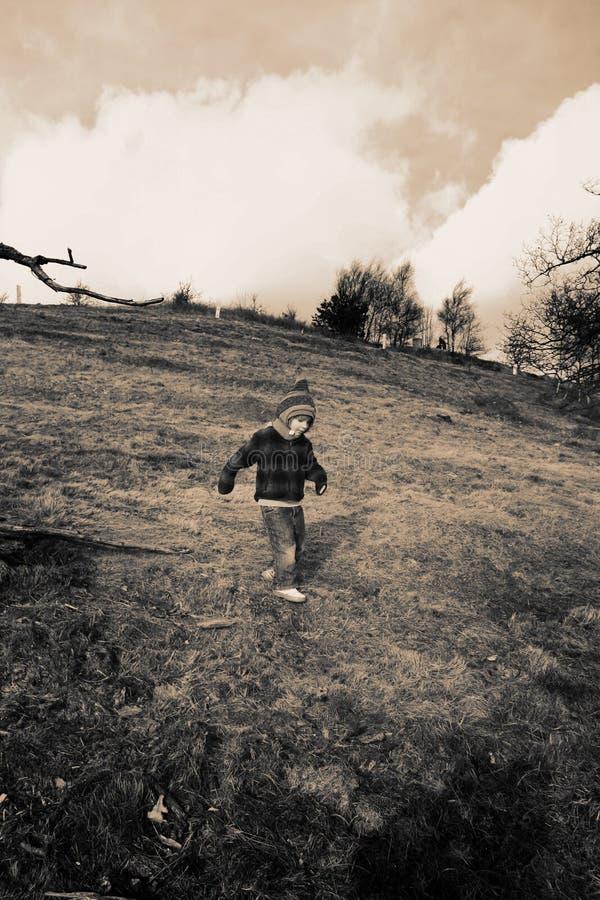 dziecka puszka wzgórza odprowadzenie zdjęcia stock
