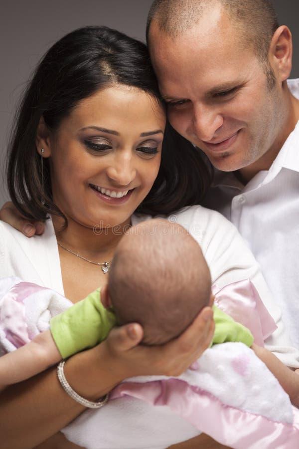 dziecka rodziny mieszani nowonarodzeni biegowi potomstwa zdjęcie royalty free
