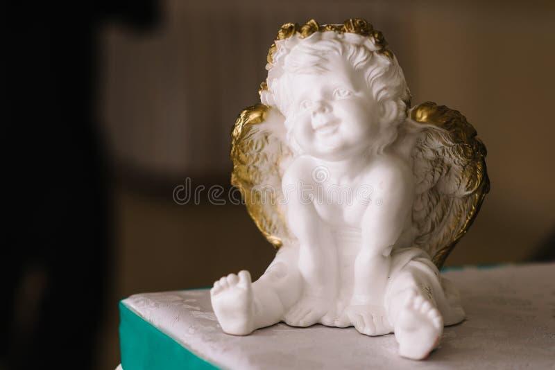 Dziecka ` s amorek z skrzydłami anioł zdjęcie royalty free