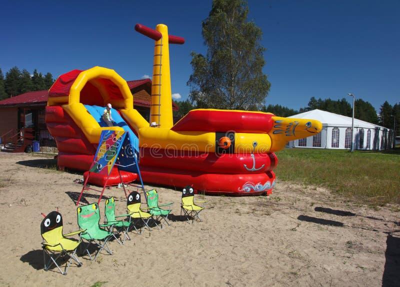 Dziecka ` s boiska rozrywki nadmuchiwany trampoline zdjęcie stock