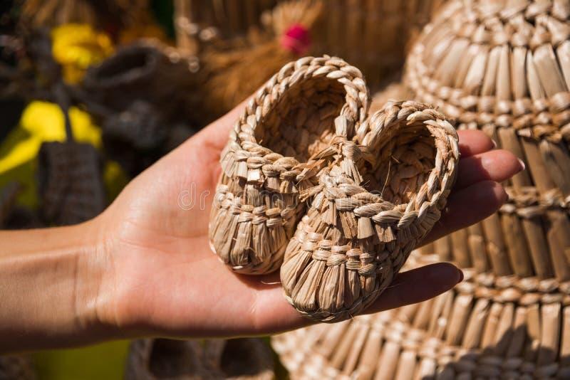 Dziecka ` s buty od słomy fotografia stock