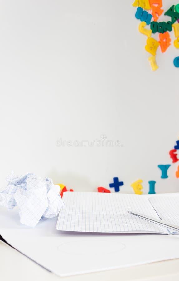 Dziecka ` s nauki biurko z białym tłem dla kopii, błękitny pióro, wykresu papier, rozdrobnił papier zdjęcie royalty free