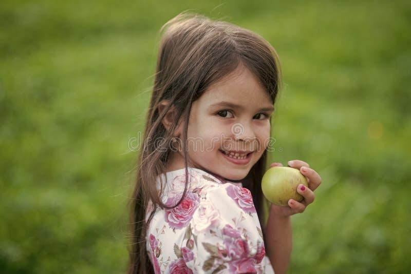 Dziecka ` s zdrowie Zdrowie, opieka zdrowotna, zdrowa dieta, dieting, je zdjęcie stock
