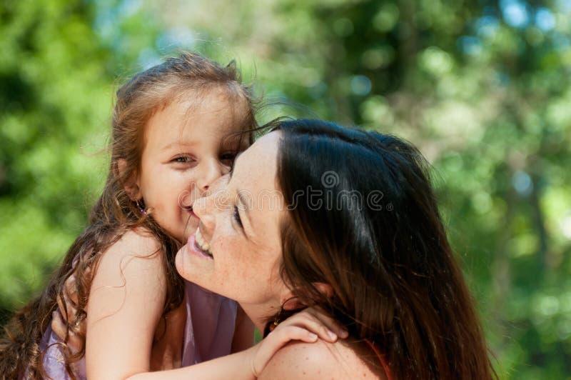 dziecka szczęście jej matka zdjęcie royalty free