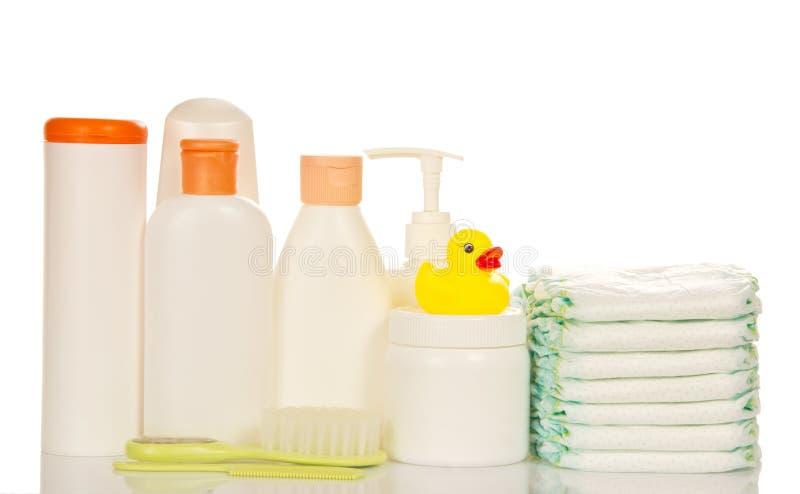 dziecka tła błękitny opieki atrapy przedmiotów oliwki menchii szamponu mydła gąbki ręczniki obraz stock