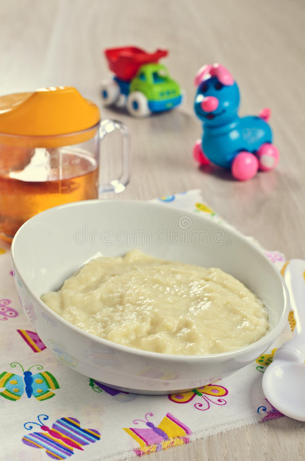 dziecka tła karmowy makaronowy surowy biel zdjęcie stock