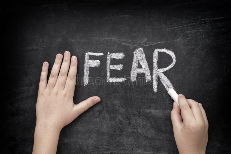 Dziecka writing słowa strach na blackboard obrazy royalty free