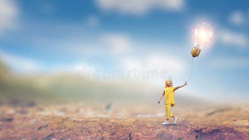 Dziecko bawić się radośnie Mieszani środki obraz royalty free