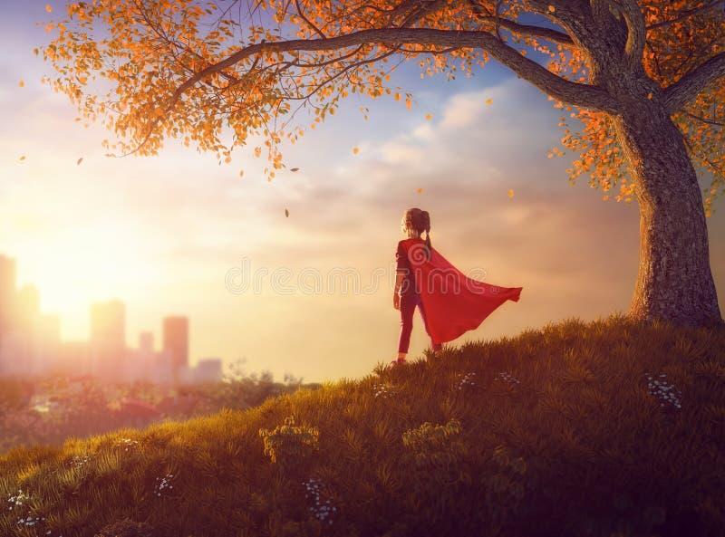 Dziecko bawić się bohatera zdjęcia royalty free