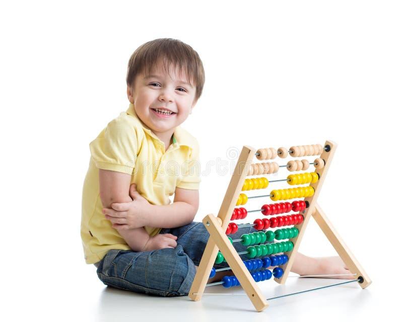 Dziecko bawić się z abakus zabawką fotografia royalty free