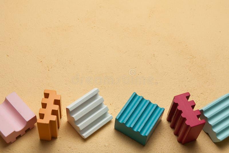 Dziecko bloki z kolorowymi sześcianami, opróżniają przestrzeń dla teksta ilustracja wektor