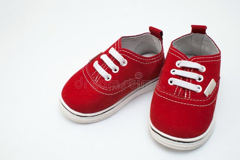 Dziecko buty, dzieciaki, rodzic, błękit, chłopiec, sneakers, zabawka, copyspace, drewniany zdjęcie stock