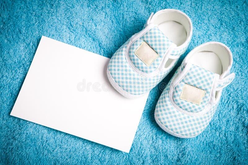 Dziecko buty i pusta pocztówka fotografia stock