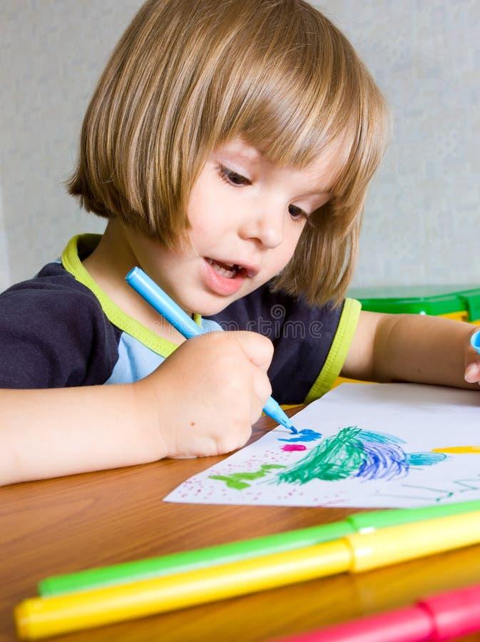 dziecko było farb długopisy napiwek obraz stock