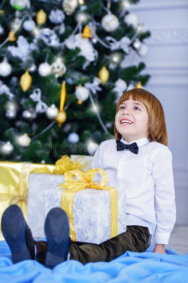Dziecko chłopiec świętuje xmas zdjęcie royalty free