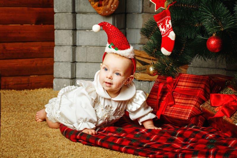 Dziecko choinka i prezenty fotografia stock