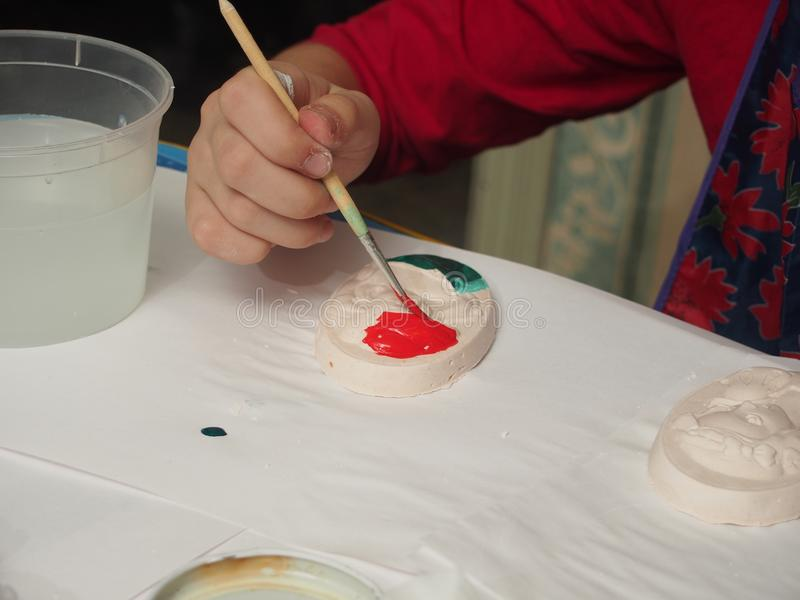 Dziecko farb tynku bareliefy z farbami fotografia stock