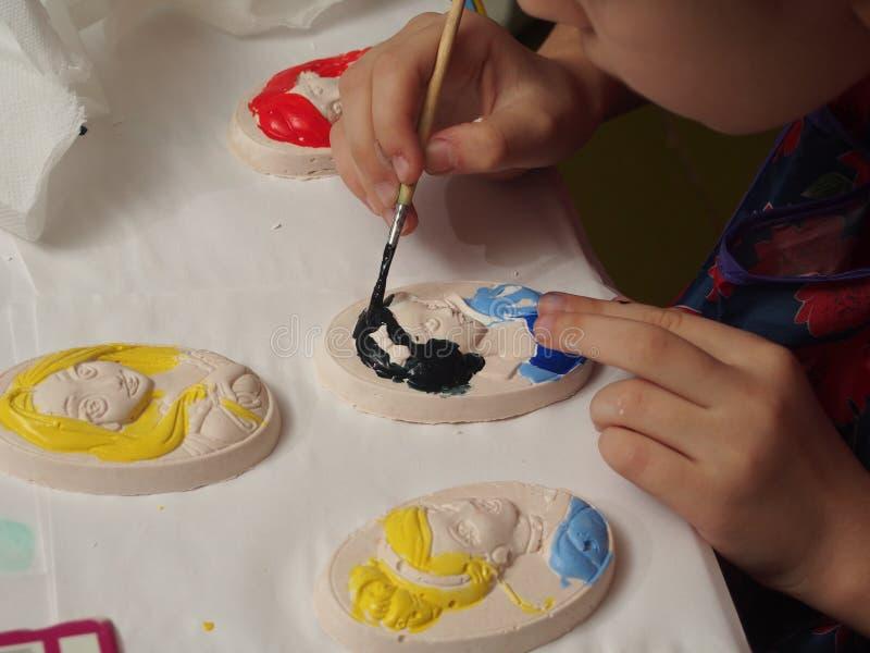 Dziecko farb tynku bareliefy z farbami zdjęcia royalty free