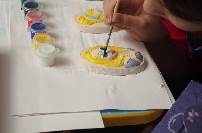 Dziecko farb tynku bareliefy z farbami zdjęcia stock