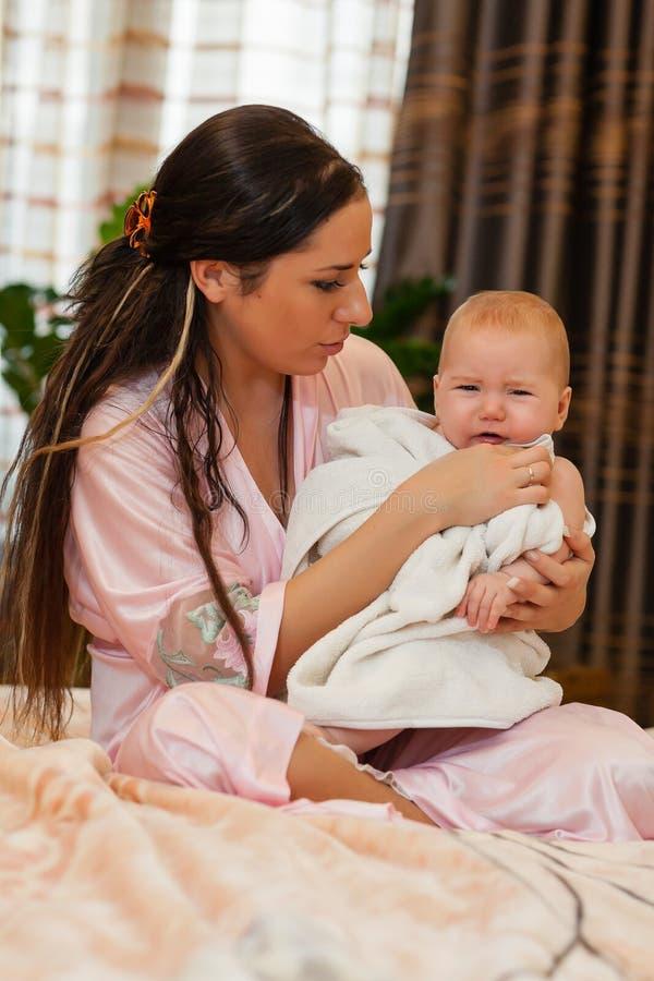 dziecko jej macierzyści słodcy potomstwa fotografia stock